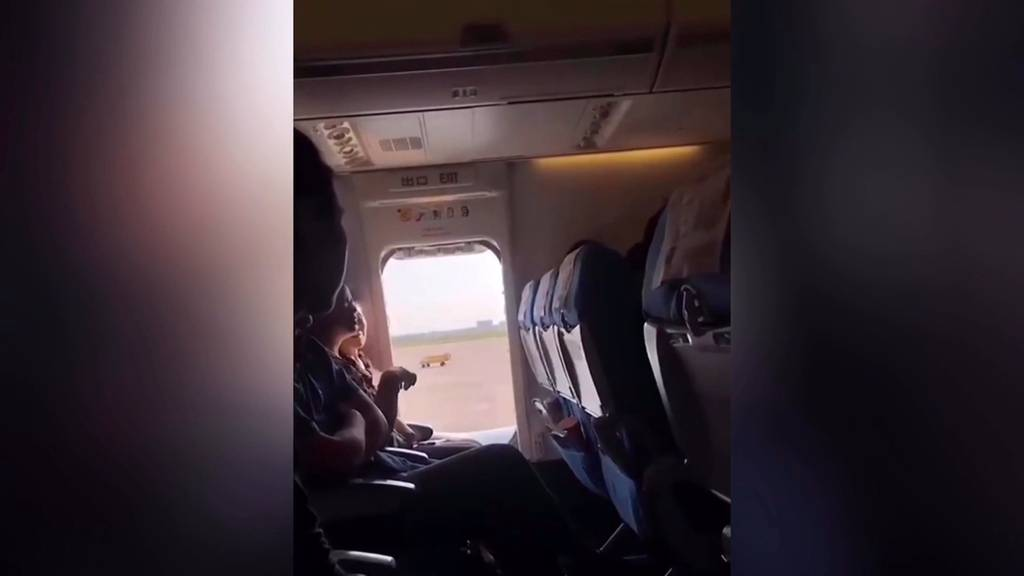 Luft war zu miefig: Frau öffnet Notausgang
