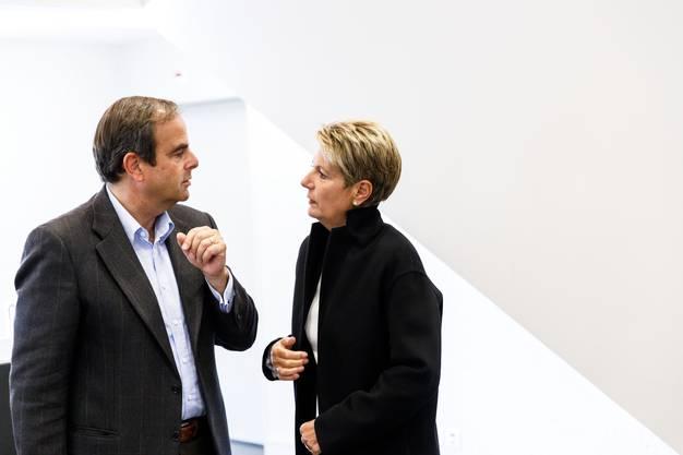 An der Garderobe noch schnell ein paar Worte mit CVP Parteipräsident Gerhard Pfister wechseln