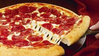 In der Schweiz landen pro Kopf und Jahr über 31 Kilogramm Nahrungsmittel im Müll - auch Pizzareste gehören dazu. (Archiv)
