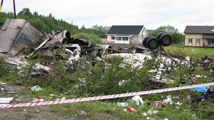 Die Chartermaschine vom Typ Tupolew Tu-134 ist rund 400 Kilometer nordöstlich von St. Petrosawodsk am Boden zerschellt.
