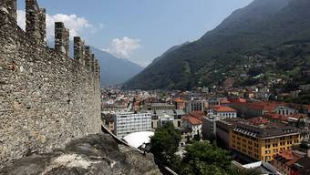 Im Schatten der Burg von Bellinzona sollen Schülerinnen und Schüler aus der ganzen Schweiz im kommenden Sommer die italienische Sprache und Kultur kennenlernen.