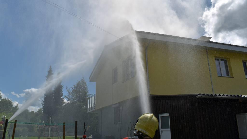 Solaranlage fängt Feuer – 88 Feuerwehrleute im Einsatz
