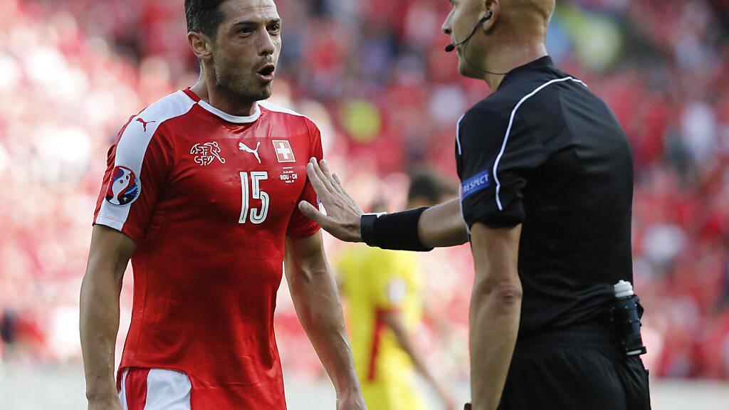 Blerim Dzemaili schimpft an der EM 2016 mit Sergej Karassew