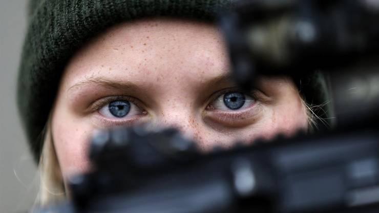 Elitesoldatin mit Gewehr: In Skandinavien gibt es eine Spezialeinheit nur für Frauen.