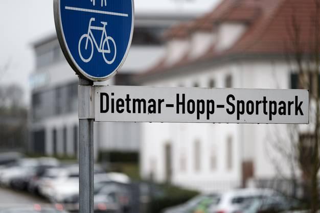 Wir verlassen den Ditmar-Hopp-Sporttag und fahren in die benachbarte 3000-Einwohner-Gemeinde Hoffenheim