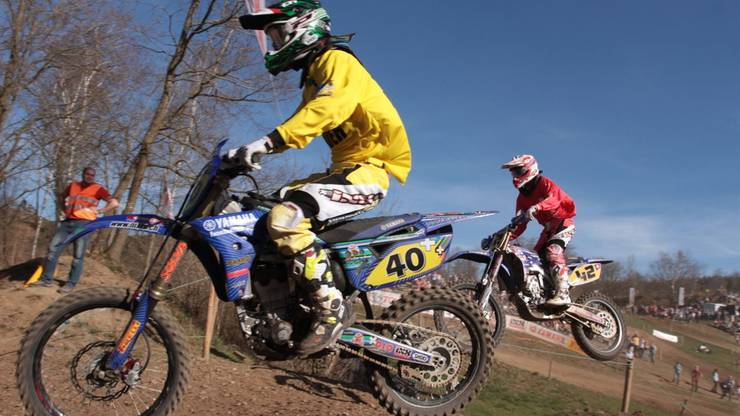 Duell der Extraklasse: Patrick Walther (in Gelb) und Andy Baumgartner am Motocross Wohlen. Foto: Anja Stölken