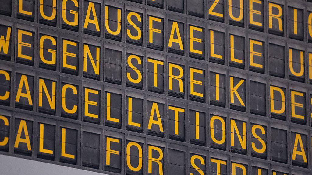 An mehreren deutschen Flughäfen haben in der Nacht zum Dienstag erneut Warnstreiks des Sicherheitspersonals begonnen - daher kommt es zu erheblichen Störungen im Flugverkehr. (Archivbild)