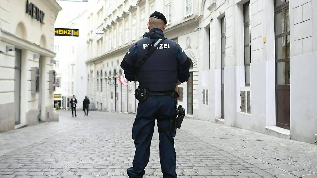 Mann bedroht in Wien Passanten mit Messer - Polizei schiesst