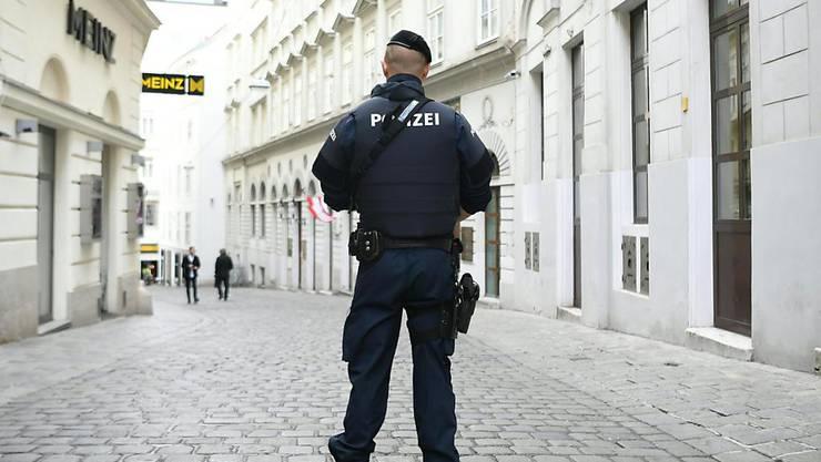 Die Polizei in Wien rückte am Sonntagabend wegen eines mit einem Messer bewaffneten Mannes in der Innenstadt aus. (Symbolbild)