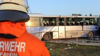 Beim Busunfall nahe Eching wurden Dutzende verletzt