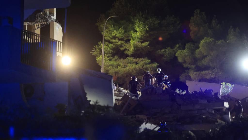 Beim Einsturz eines dreistöckigen Wohnhauses im Osten Spaniens ist mindestens ein Mensch ums Leben gekommen. Foto: Paula Lorenzino/EUROPA PRESS/dpa