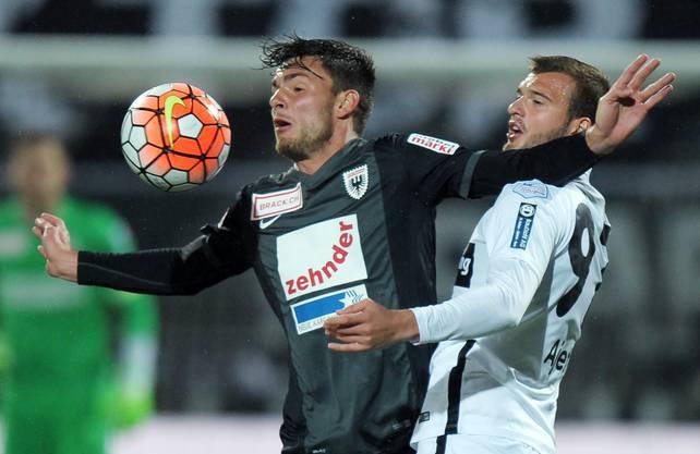 Zoran Josipovic (links) behauptet den Ball.