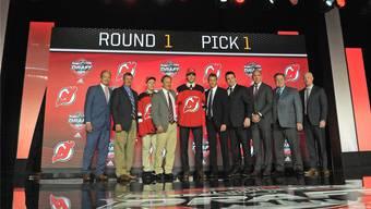 Ein Bild für das Album der Schweizer Sportgeschichte: Nico Hischier als Nummer eins des NHL-Drafts.Imago