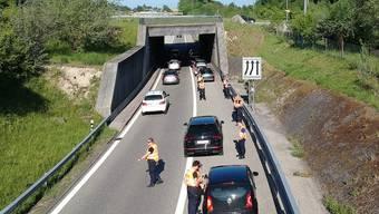 An vier Standorten wurden gesamthaft rund 360 Fahrzeuge und 490 Personen einer eingehenden Kontrolle unterzogen.