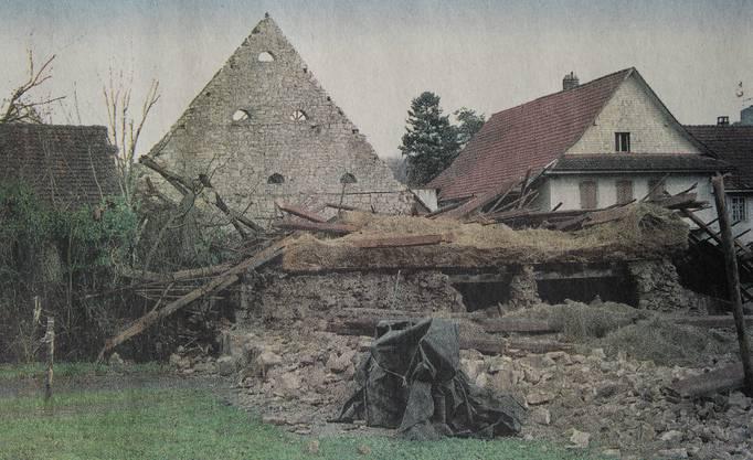 """""""Lothar"""" fegte in Veltheim eine Scheune um. Nur noch ein Giebel ragte in die Höhe."""