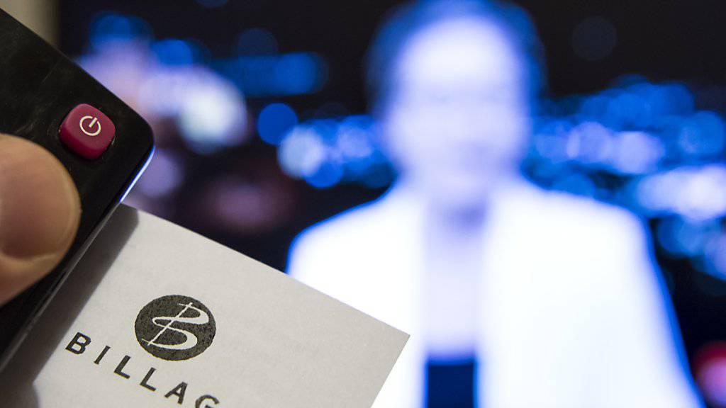 Bald kommt die Rechnung nicht mehr von der Billag. Die Serafe AG wird künftig das Inkasso der neuen geräteunabhängigen Radio- und TV-Gebühren übernehmen. Bis 1 Januar 2019 erhebt noch die Billag die heutigen Empfangsgebühren. (Archiv)