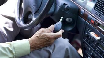 Senioren müssen ab 70 Jahren alle zwei Jahre zur Kontrolle. (Symbolbild)