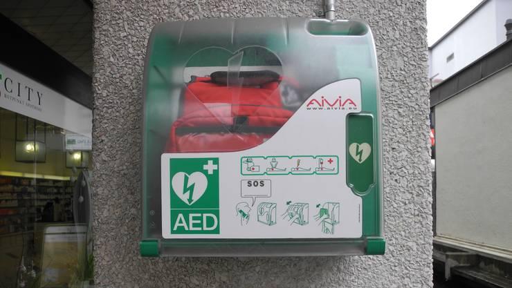Niemand weiss, wo im Aargau Defibrillatoren hängen.