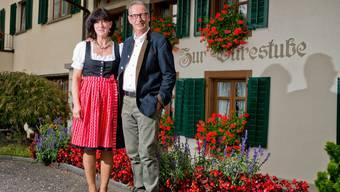 Wirtin Susanne Rosenberg mit Pächter Fritz Bader an der Eröffnung der «Burestube» Anfang Oktober.