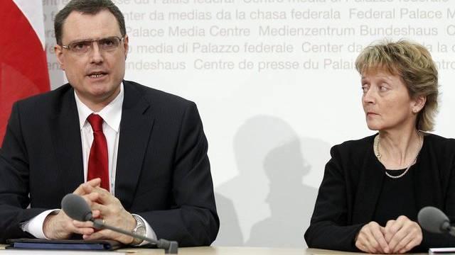 Nationalbankpräsident Thomas Jordan und Bundesrätin Eveline Widmer-Schlumpf sind zu den G20-Treffen eingeladen worden (Archiv)