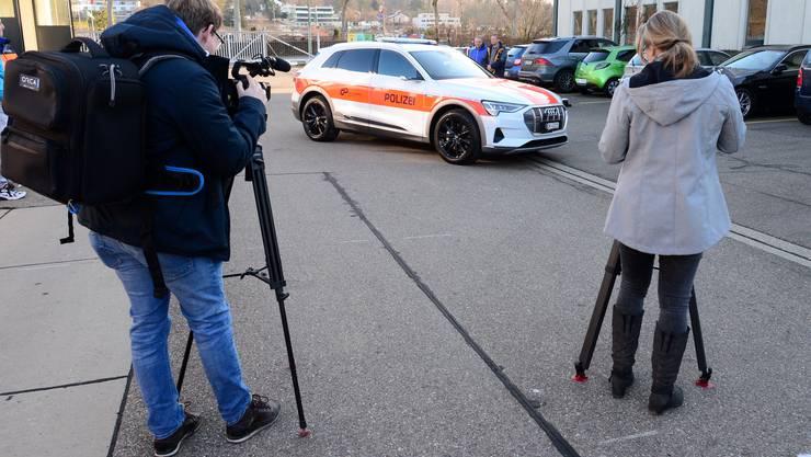 Die Zürcher Kantonspolizei zieht bei einer Radarkontrolle am frühen Samstagmorgen zwei 15-Jähre aus dem Verkehr. (Symbolbild)