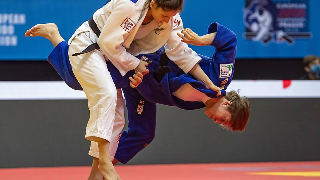 Die Schweizer Judoka Fabienne Kocher (links) visiert eine Olympia-Teilnahme an