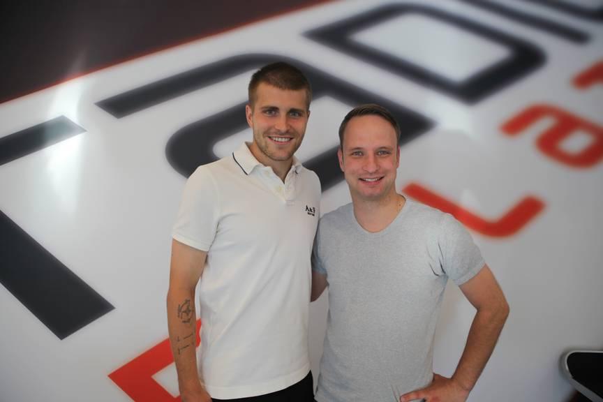FCL-Captain Claudio Lustenberger mit Radio Pilatus Moderator Maik Wisler