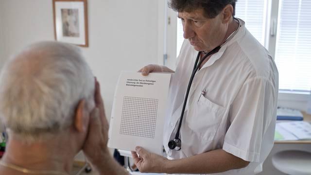 Wer seinen Arzt selber wählen will, soll laut Nationalrat mehr bezahlen (Symbolbild)