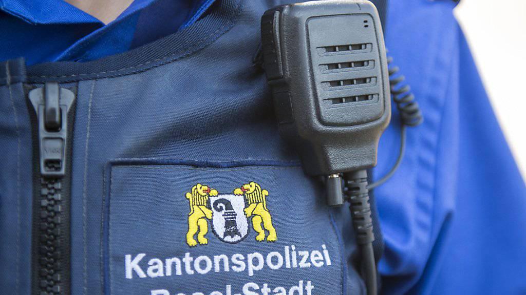 Die Basler Polizei sucht nach einem Taxifahrer, der nach einem Unfall flüchtete. (Symbolbild)