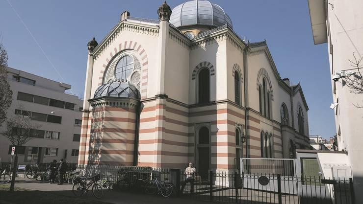 Sicherheitspersonal und bauliche Hürden: Die Massnahmen bei der Basler Synagoge kosten die jüdische Gemeinde viel Geld.