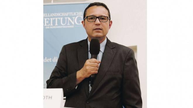 Mike Keller ergreift bei der FDP als Erster das Wort im Wahlkampf. Foto: Kenneth Nars