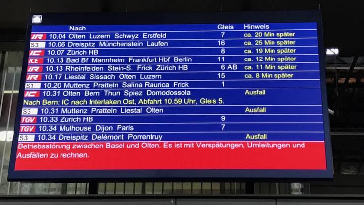 Nichts geht mehr am Bahnhof in Basel.
