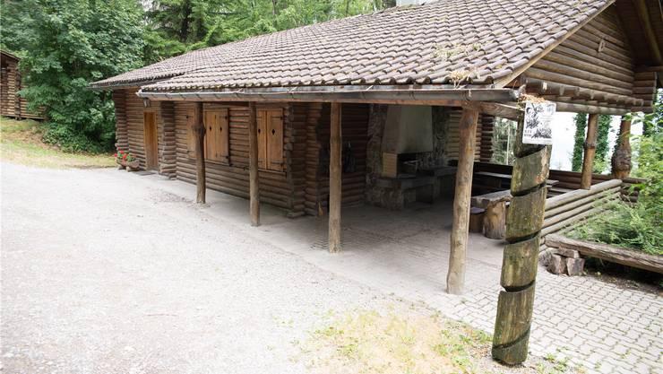 Die neue Waldhütte in Spreitenbach soll dereinst genauso aussehen wie die alte – nur moderner.Bild: Barbara Scherer (8. Juli 2018)