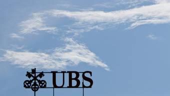 Logo der UBS am Paradeplatz in Zürich