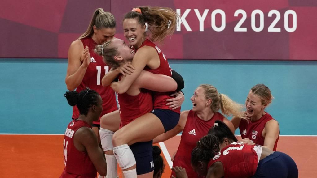 Endlich feiern: Team-USA darf sich über Olympia-Gold im Volleyball freuen