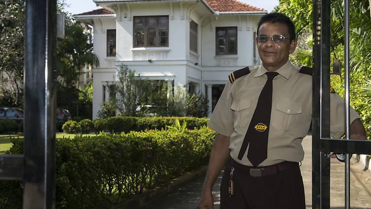 Ein Sicherheitsbeamter vor der Schweizer Botschaft in Colombo, Sri Lanka. (Archivbild)