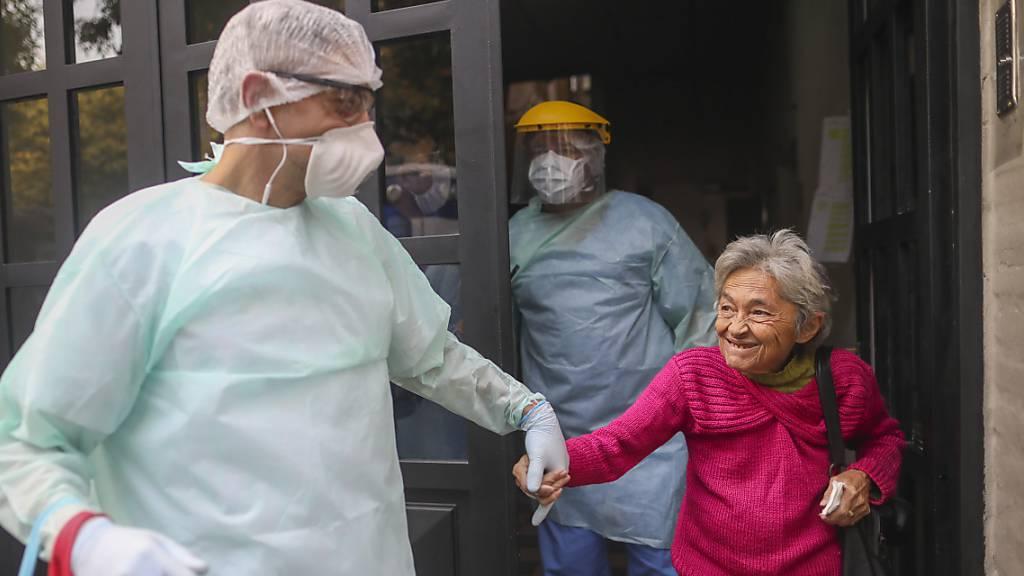 In Argentinien wurden zwar die strikten Massnahmen zur Eindämmung des Coronavirus verlängert - dennoch gibt es einzelne Lichtblicke für die Menschen. (Archivbild)