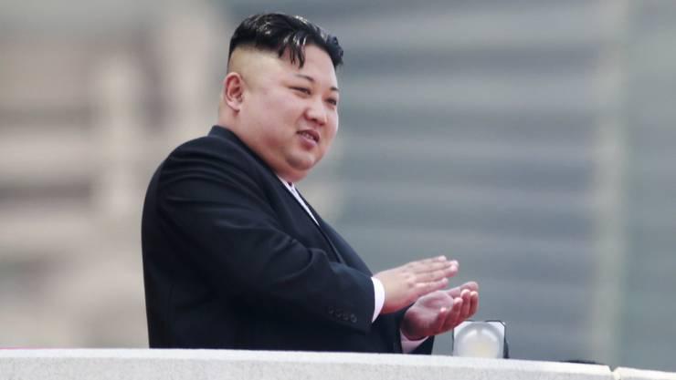 Ihm dürften die UNO-Sanktionen am wenigsten weh tun: der nordkoreanische Diktator Kim Jong Un lebt im Luxus, während sein Volk entweder am Hungertuch nagt oder in einem Konzentrationslager gequält wird.