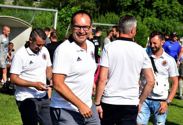 Klingnaus Präsident Roger Meier (2.v.l.) ist zufrieden mit dem Geburtstagsfest seines Clubs.