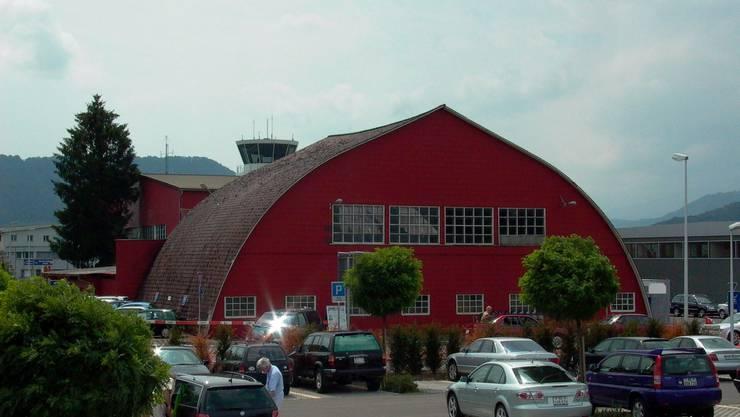 Der Bider-Hangar am Flughafen Bern.