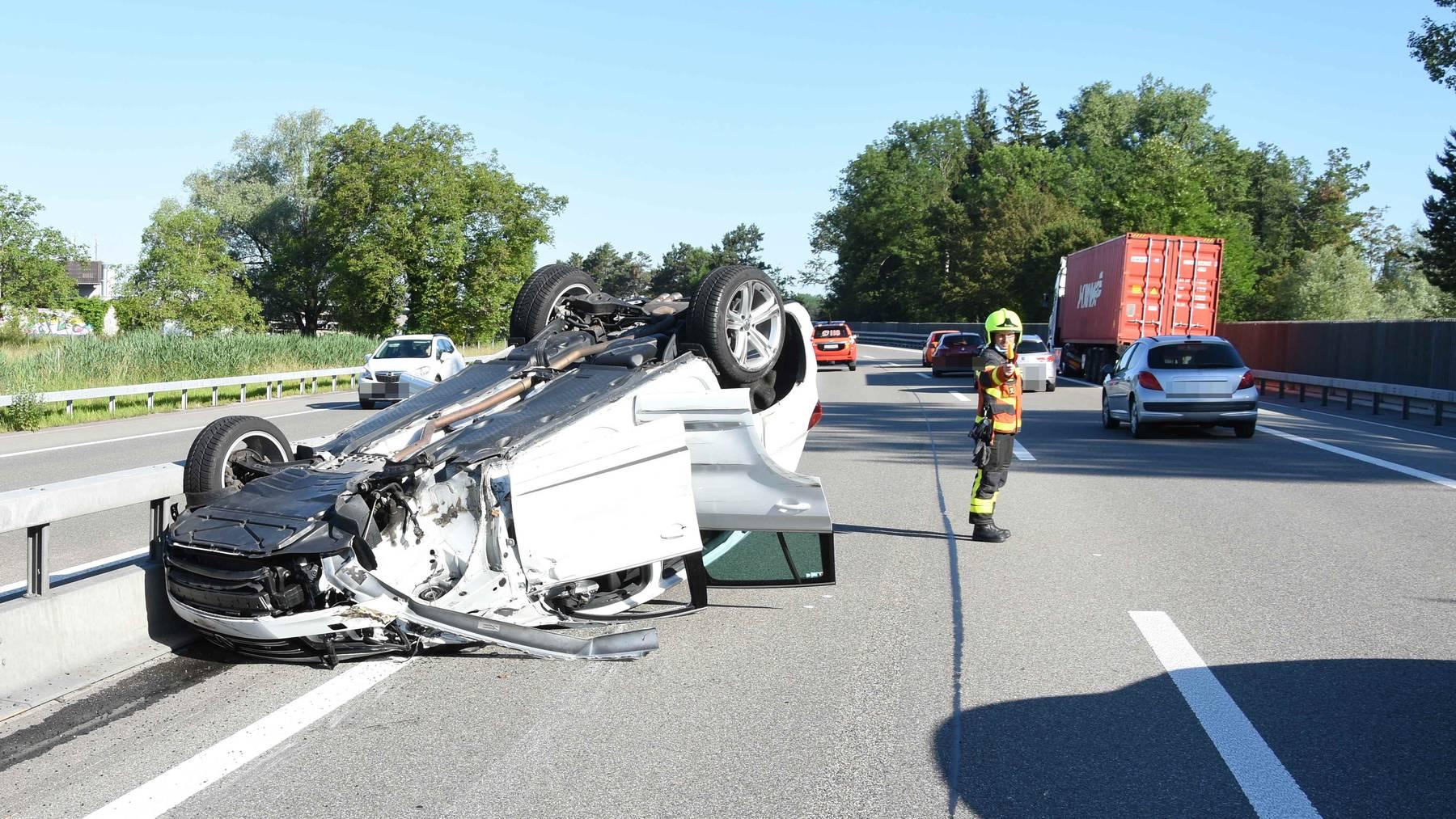Am Auto entstand Sachschaden im Wert von etwa 20'000 Franken.
