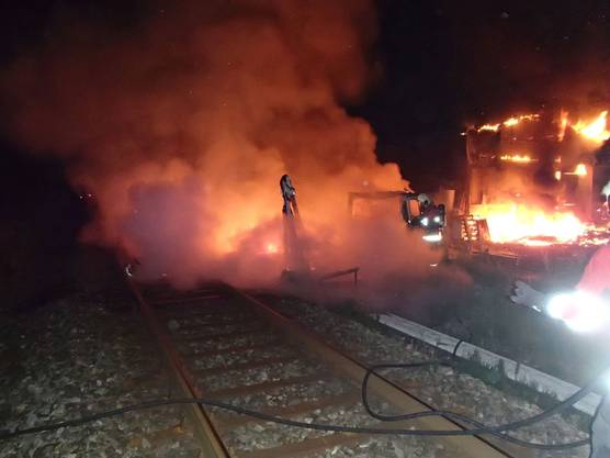 Die Kantons- und Regionalpolizei sowie die Feuerwehr rückten umgehend aus.