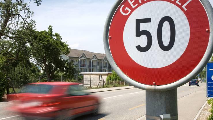 Die Strasse wird häufig von Kindern auf dem Schulweg überquert. (Symbolbild)