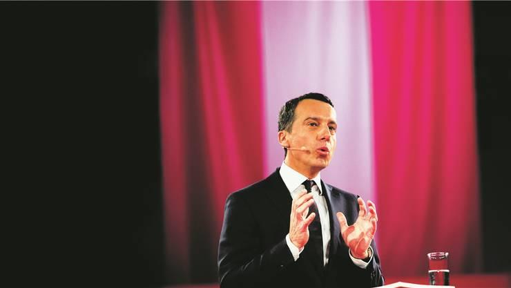Österreichs Kanzler Christian Kern (SPÖ) spricht über seinen Plan: Nur, wenn sich für eine Stelle kein geeigneter Arbeitsloser im Inland findet, kann sie an neu Zuziehende vergeben werden.GEORGES SCHNEIDER/APA/Keystone
