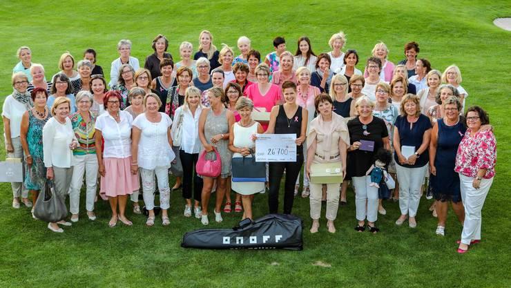 Weitere 26'700 Franken für die Arbeit mit an Krebs erkrankten Frauen: Beim LADIES-for-LADIES-Charity-Turnier im GC Heidental gab's nur strahlende Gesichter. Foto: Köbi Schenkel
