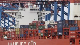 Deutschland exportiert weit mehr Waren und Dienstleistungen ins Ausland als von dort bezogen werden. (Archivbild)