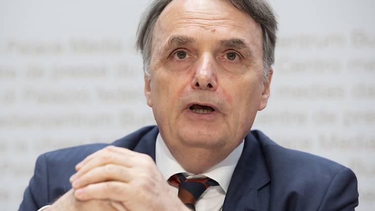 """Staatssekretär Mario Gattiker vom Staatssekretariat für Migration sagte gegenüber der """"NZZ"""", dass immer mehr abgewiesene Asylsuchende das Land auch verlassen würden. (Archivbild)"""