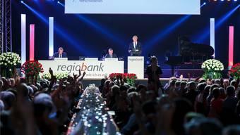 In der Sporthalle Zuchwil bildeten die Aktionärinnen und Aktionäre wieder eine imposante Kulisse für die Verantwortlichen der Regiobank.