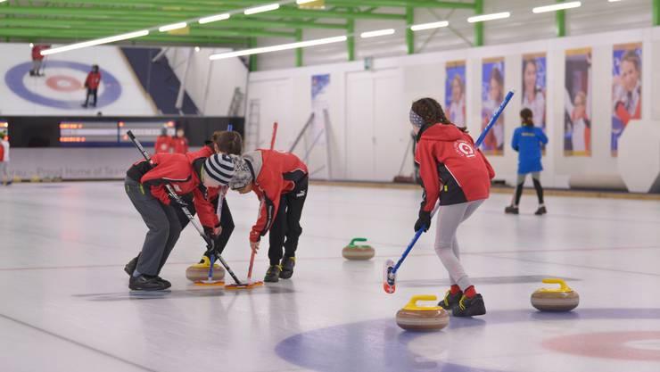 Die jungen Curler und Curlerinnen verloren während des ganzen Turniers ihre Konzentration nicht.