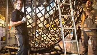 Freddy Nock stellt im Tägipark seine Stahlkugel für das Casting auf.Annika Bütschi